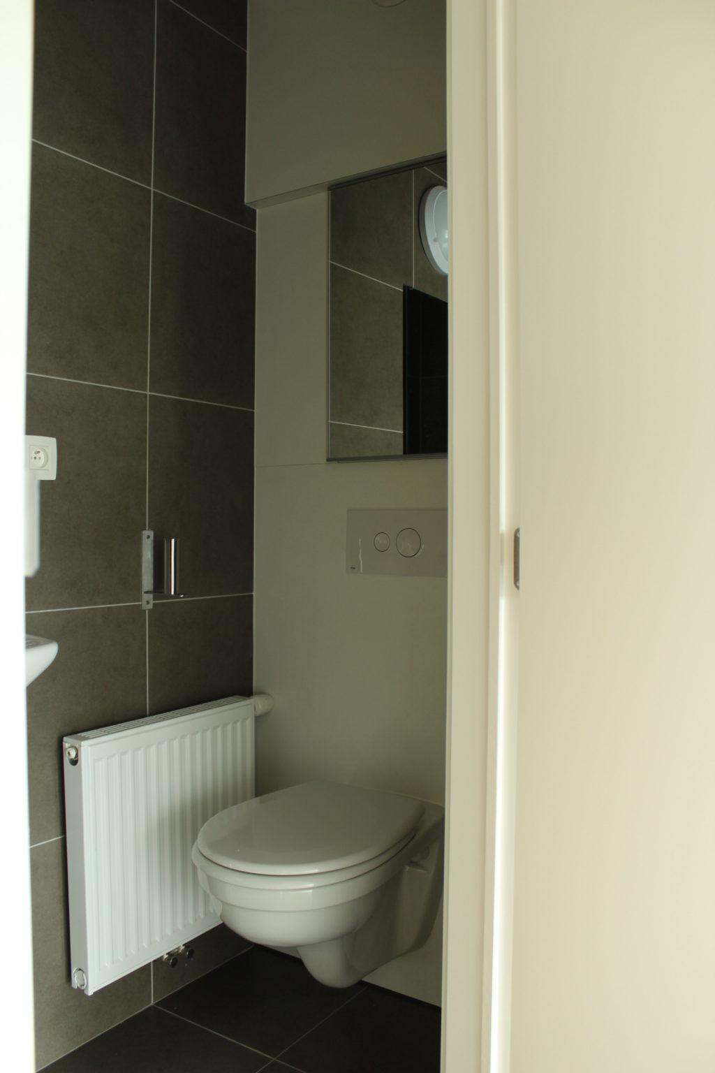 Wilgenstraat 45 - Kamer 12 - Deur badkamer met toilet