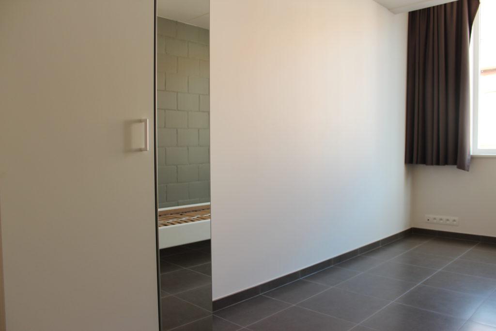 Wilgenstraat 45 - Kamer 11 - Kast en gordijnen raam