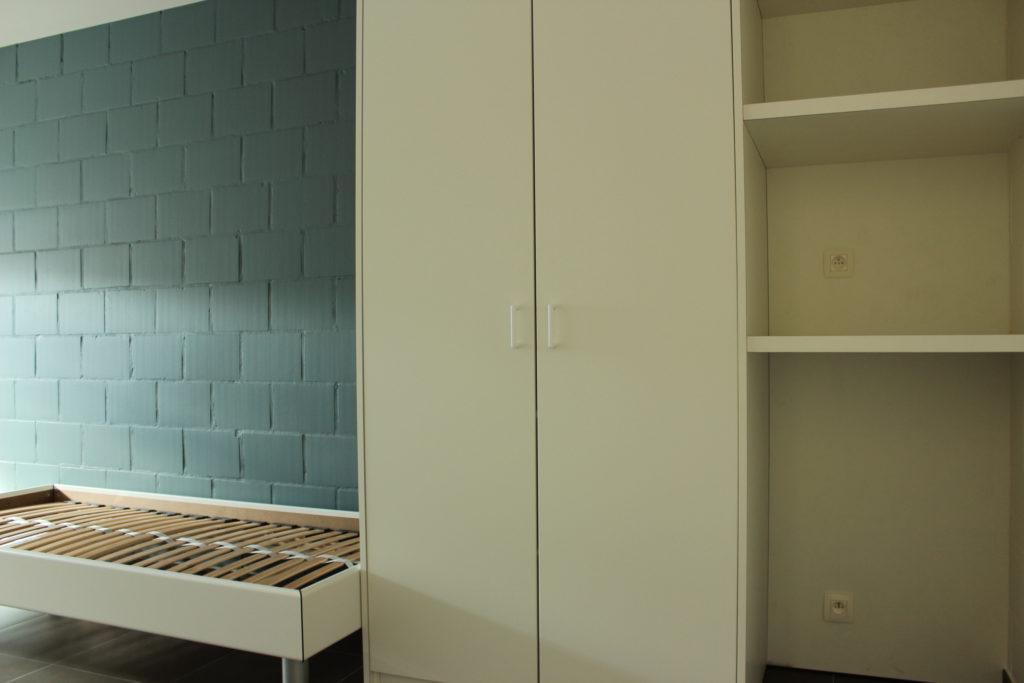 Wilgenstraat 45 - Kamer 23 - Bed, kast en rek