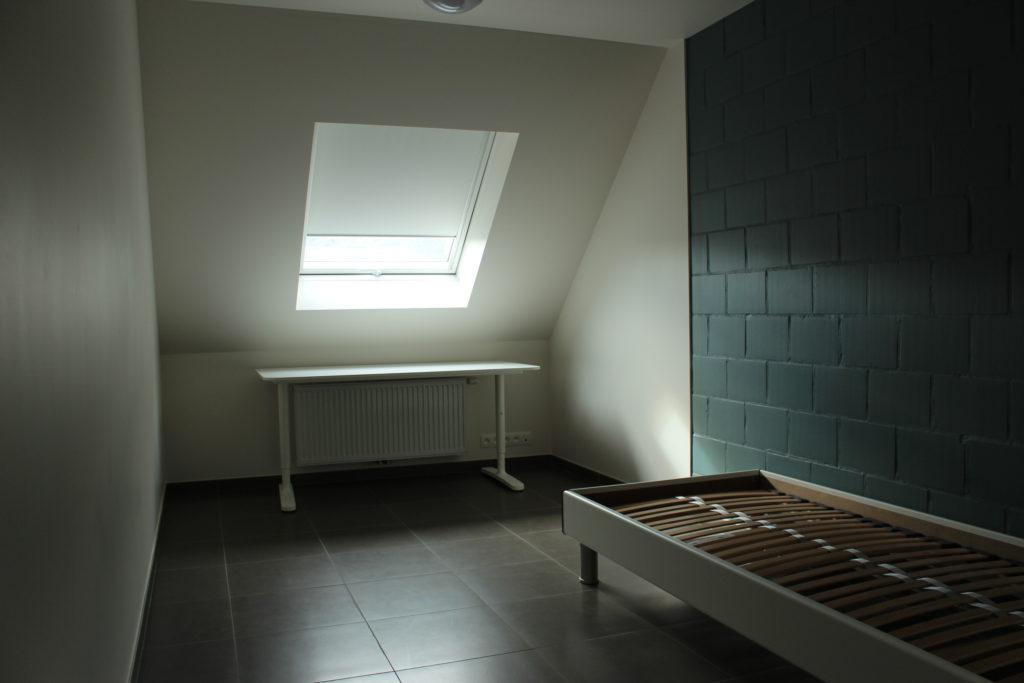 Wilgenstraat 45 - Kamer 23 - Verwarming, bureau, venster en bed