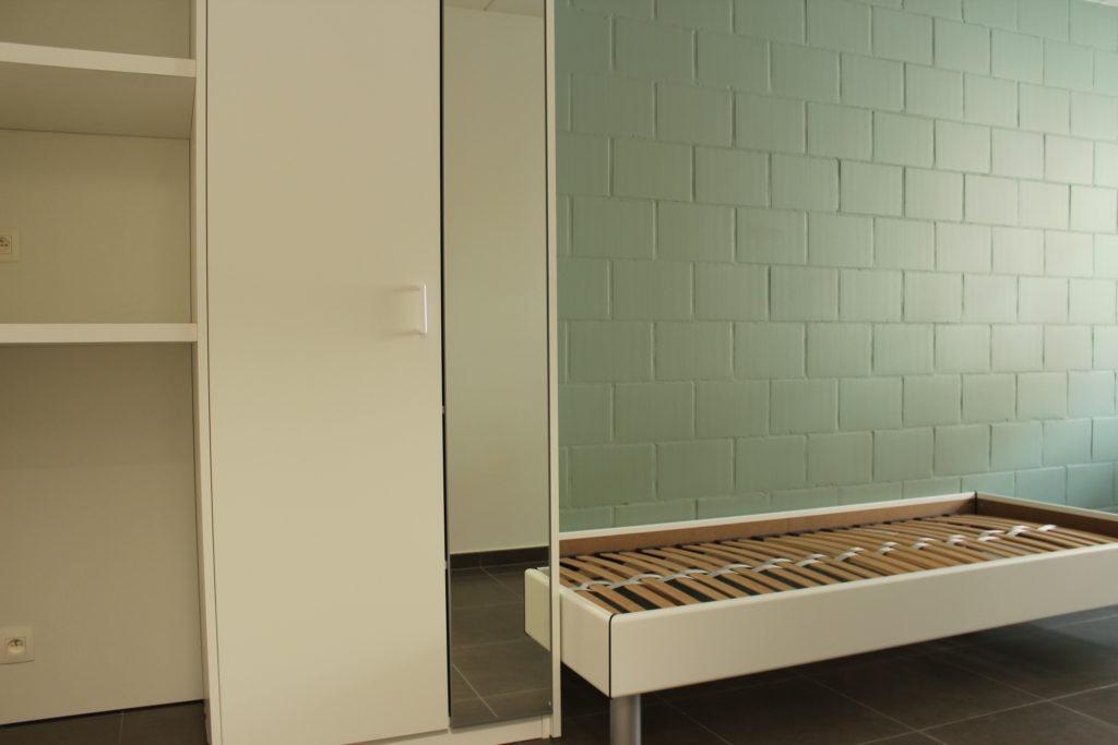 Wilgenstraat 45 - Kamer 4 - Rek, kast en bed