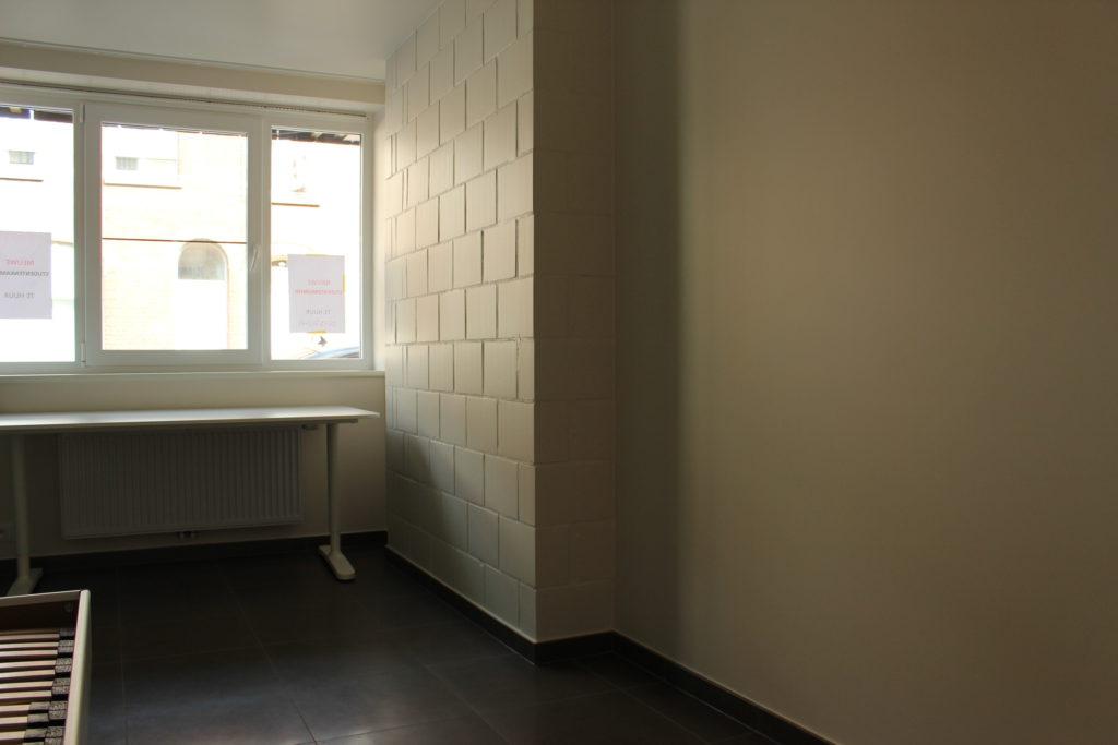 Wilgenstraat 45 - Kamer 4 - Bed, verwarming, bureau en venster