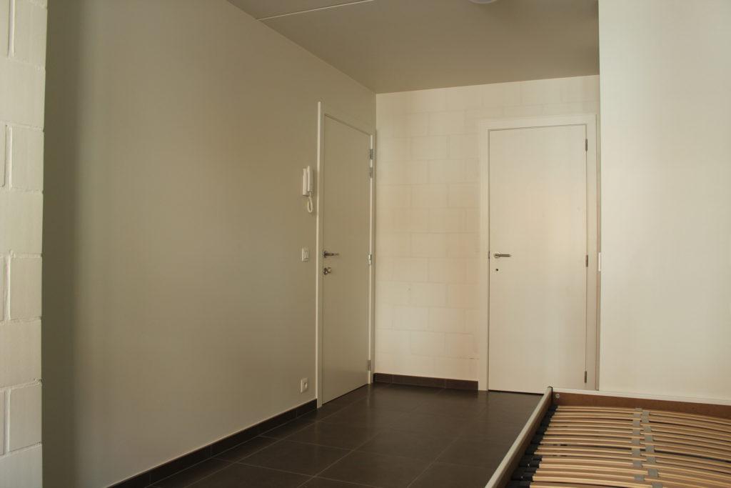 Wilgenstraat 45 - Kamer 4 - Deur kamer, deur badkamer, kast en bed