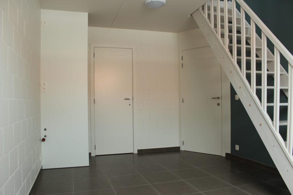 Wilgenstraat 45 - Kamer 21 - Rek, deur kamer, deur badkamer en trap