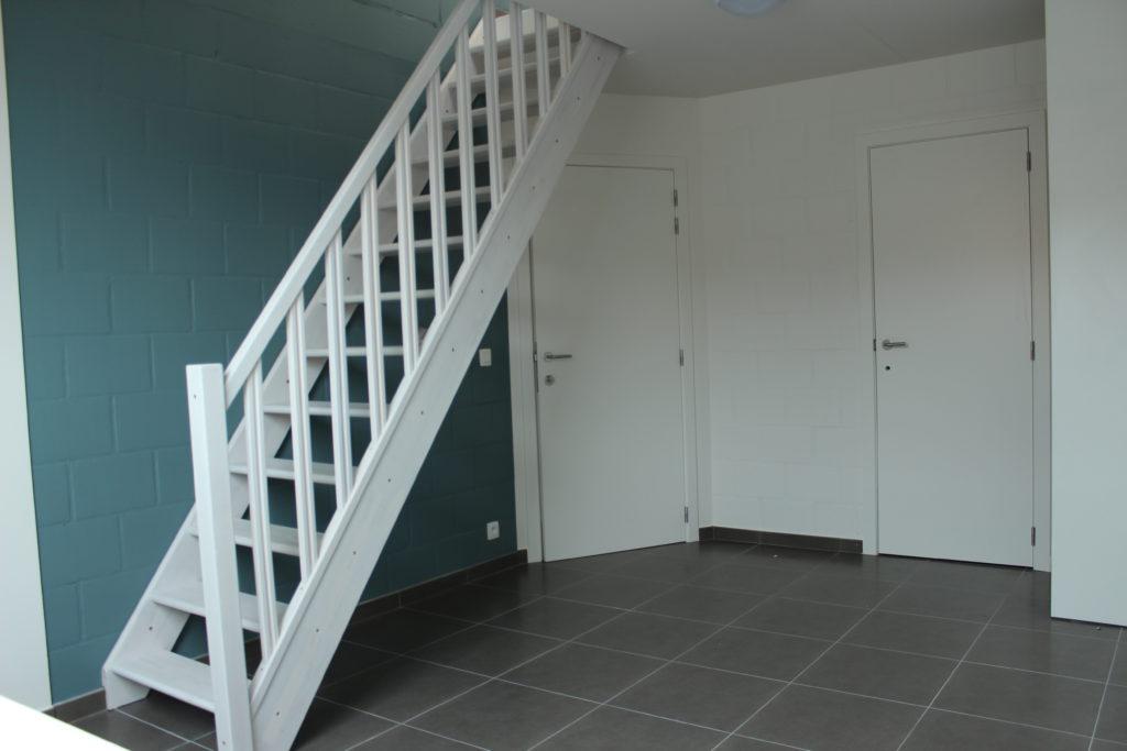 Wilgenstraat 45 - Kamer 24 - Trap, deur badkamer en deur kamer