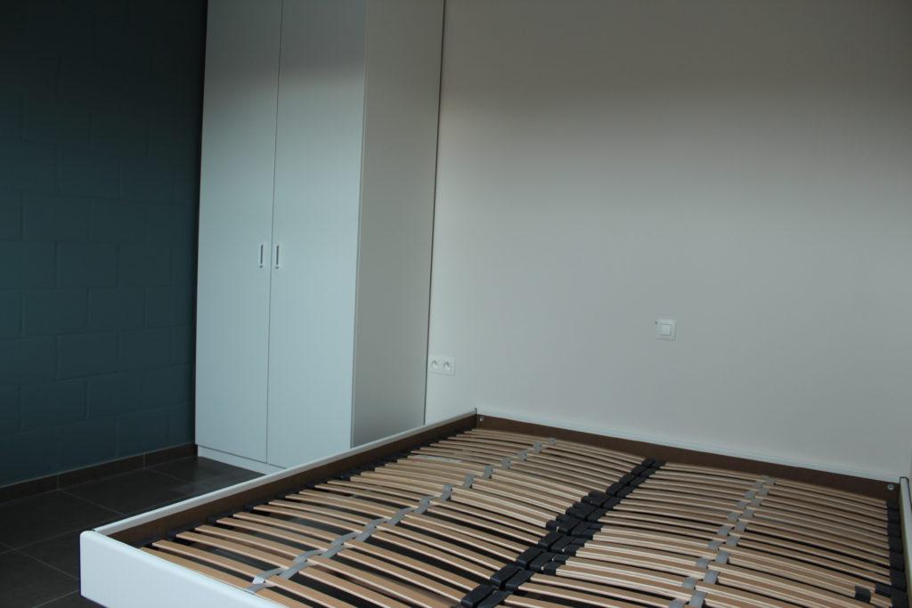Wilgenstraat 45 - Kamer 24 - Kast en tweepersoonsbed