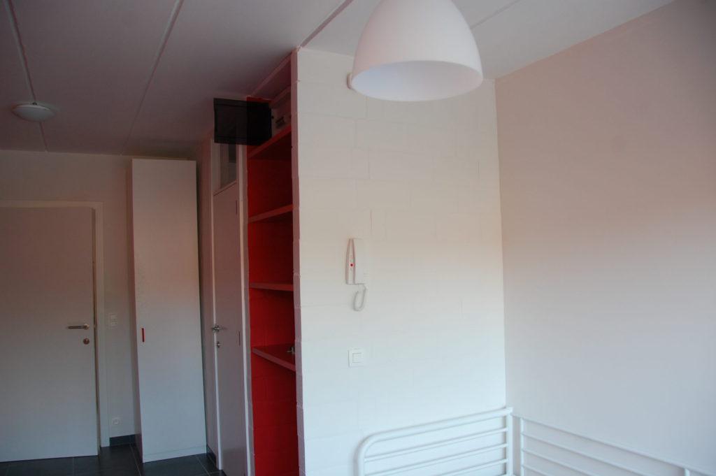 Sint-Jozefsstraat 30 - Kamer 14 - Deur kamer, deur badkamer, kast en rek