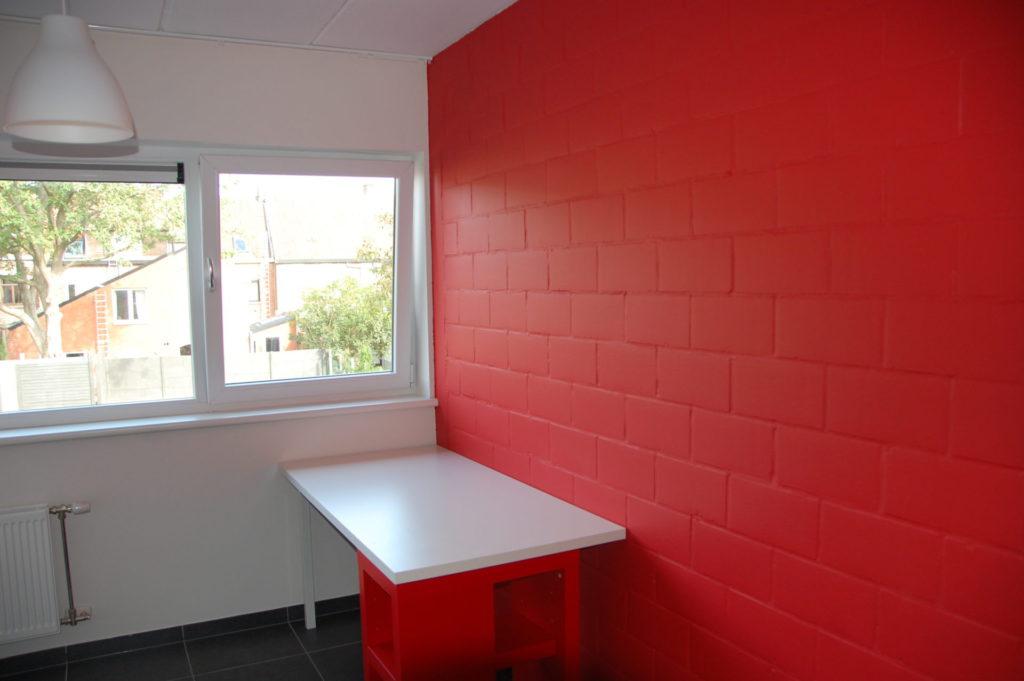 Sint-Jozefsstraat 30 - Kamer 14 - Lamp en bureau