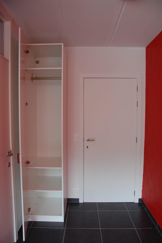 Sint-Jozefsstraat 30 - Kamer 17 - Kast en deur kamer