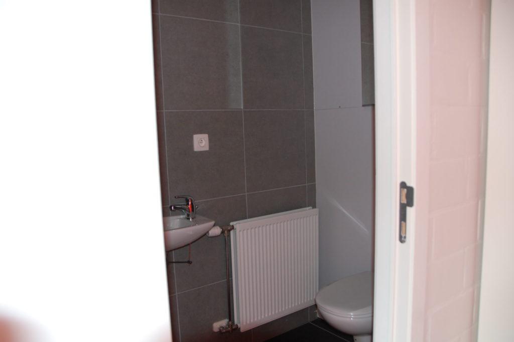 Sint-Jozefsstraat 30 - Kamer 17 - Toilet en lavabo