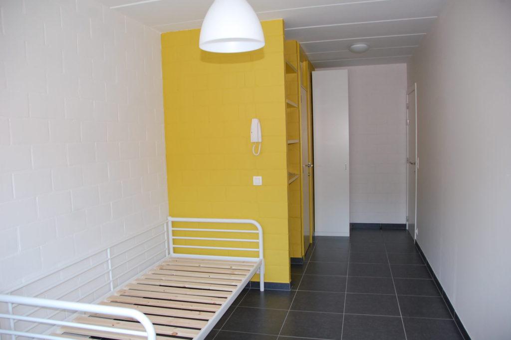 Sint-Jozefsstraat 30 - Kamer 2 - Bed, rek en kast