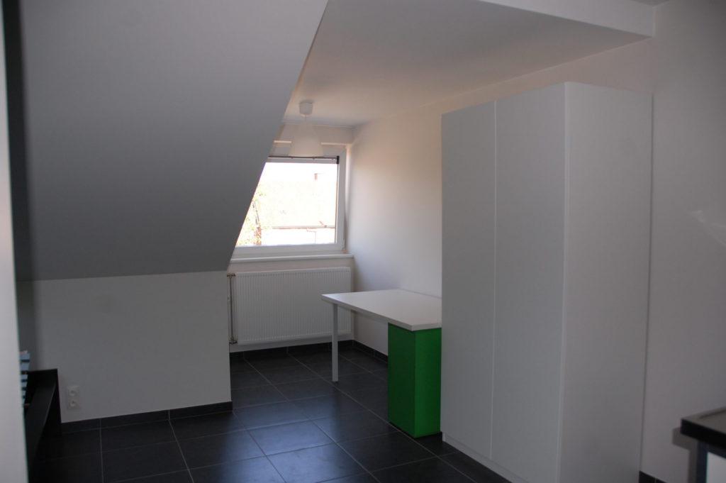 Sint-Jozefsstraat 30 - Kamer 22 - Bureau en kast