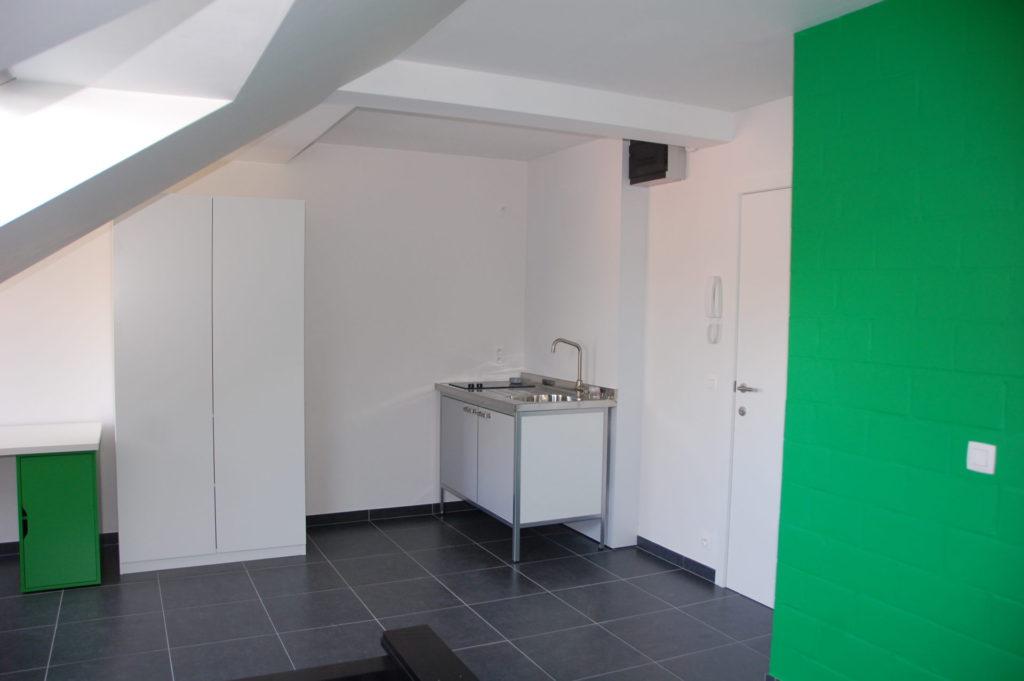 Sint-Jozefsstraat 30 - Kamer 22 - Bureau, kast, keukeneiland en deur kamer