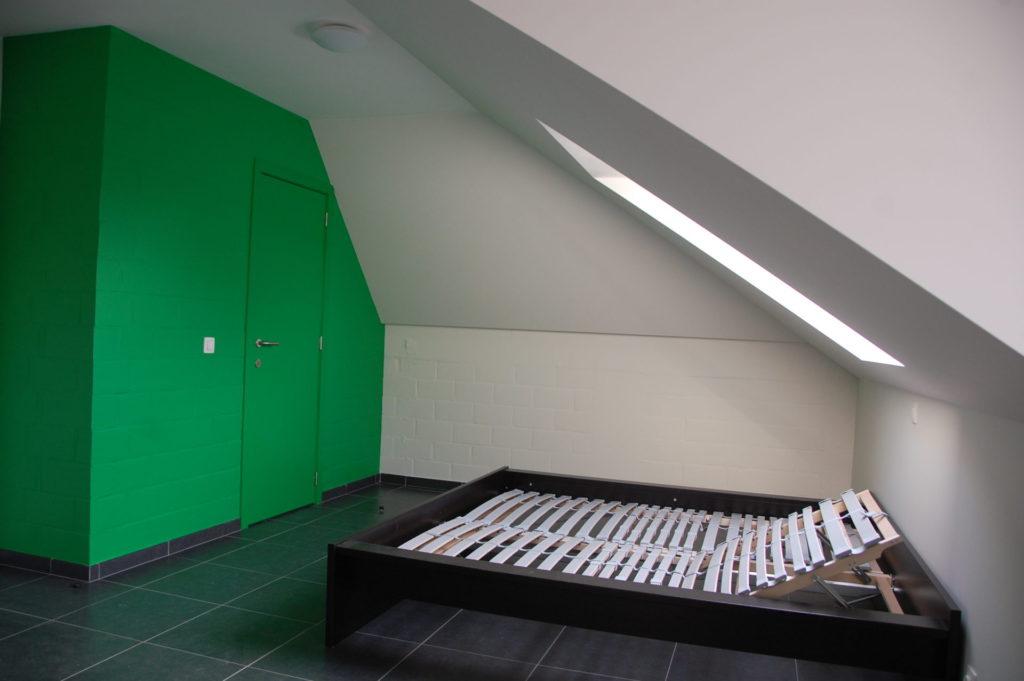 Sint-Jozefsstraat 30 - Kamer 22 - Deur badkamer, tweepersoonsbed en venster