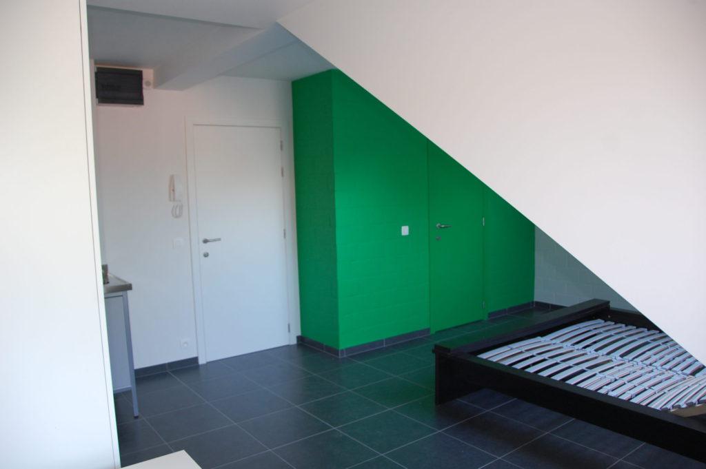 Sint-Jozefsstraat 30 - Kamer 22 - Deur kamer, deur badkamer en tweepersoonsbed