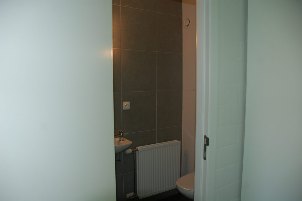 Sint-Jozefsstraat 30 - Kamer 3 - Deur naar badkamer