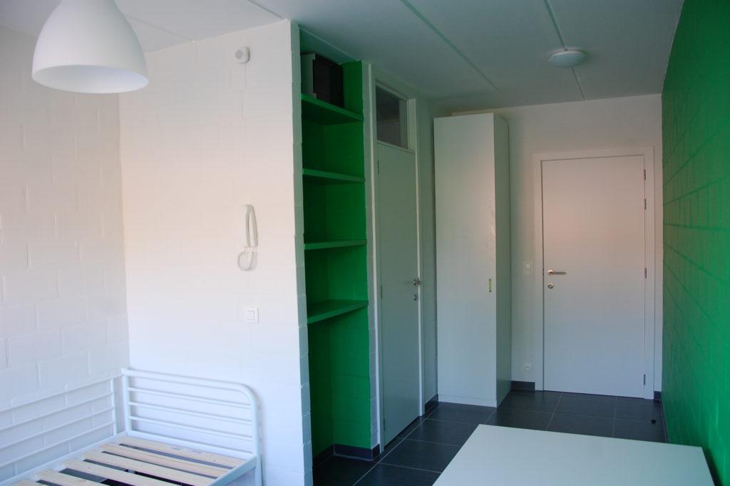 Sint-Jozefsstraat 30 - Kamer 3 - Kasten, slaapkamer, bureau en gang