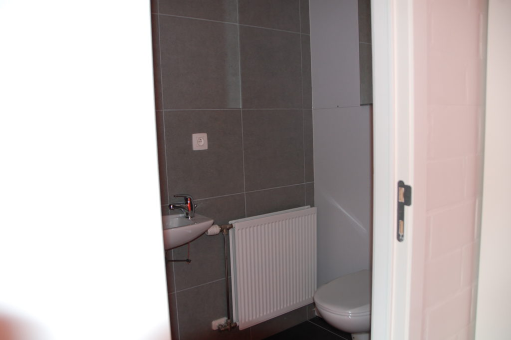 Sint-Jozefsstraat 30 - Kamer 5 - Deur naar badkamer