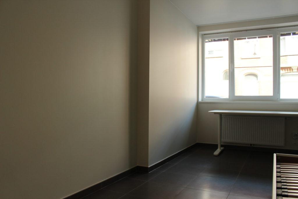 Wilgenstraat 45 - Kamer 1 - Raam en bureau