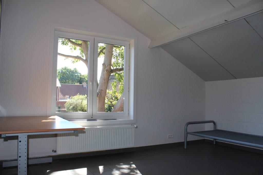 Wilgenstraat 49 - Kamer 15 - Bureau, venster, verwarming en bed