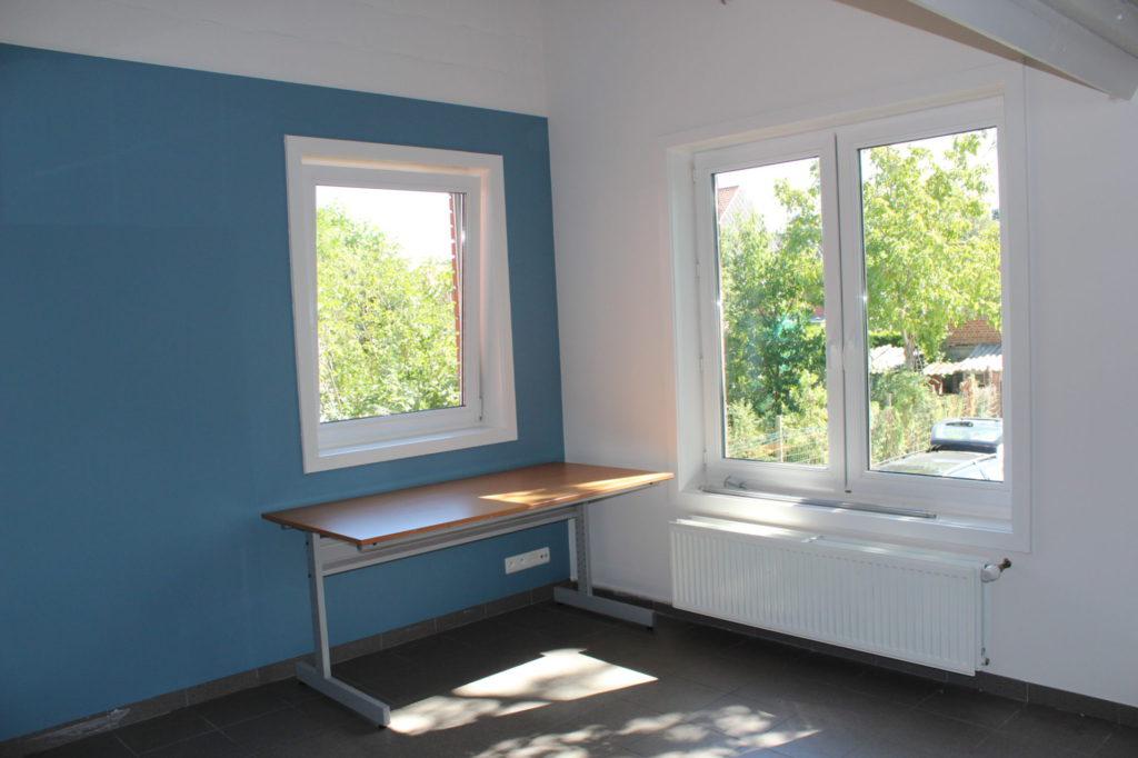 Wilgenstraat 49 - Kamer 15 - Vensters, bureau en verwarming