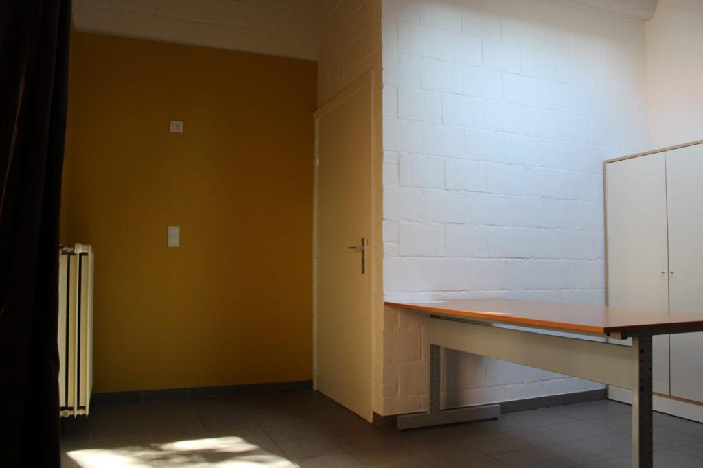 Wilgenstraat 49 - Kamer 16 - Verwarming, deur kamer, bureau en kast