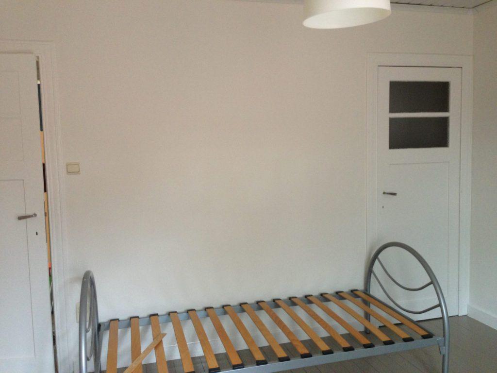 Wilgenstraat 49 - Kamer 17 - Deur kamer en bed