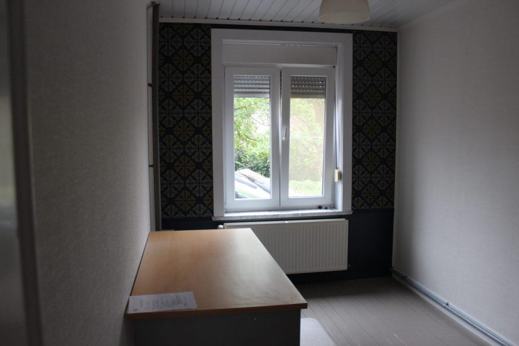 Wilgenstraat 49 - Kamer 18 - Bureau, venster en verwarming