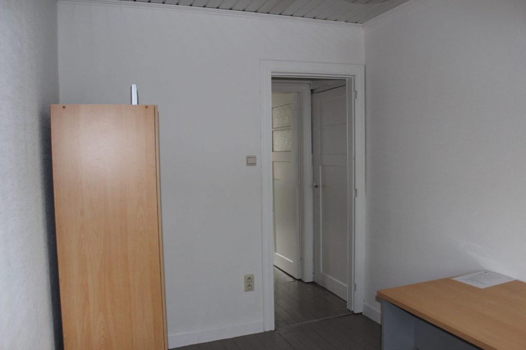 Wilgenstraat 49 - Kamer 18 - Kast, deur kamer en bureau