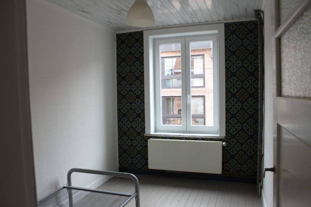 Wilgenstraat 49 - Kamer 18 - Venster, verwarming en bed