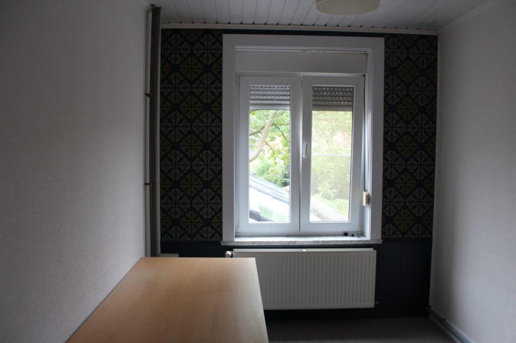 Wilgenstraat 49 - Kamer 18 - Verwarming, venster en bureau