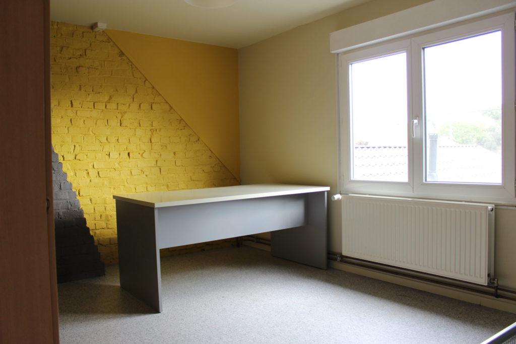 Wilgenstraat 49 - Kamer 23 - Bureau, verwarming en venster