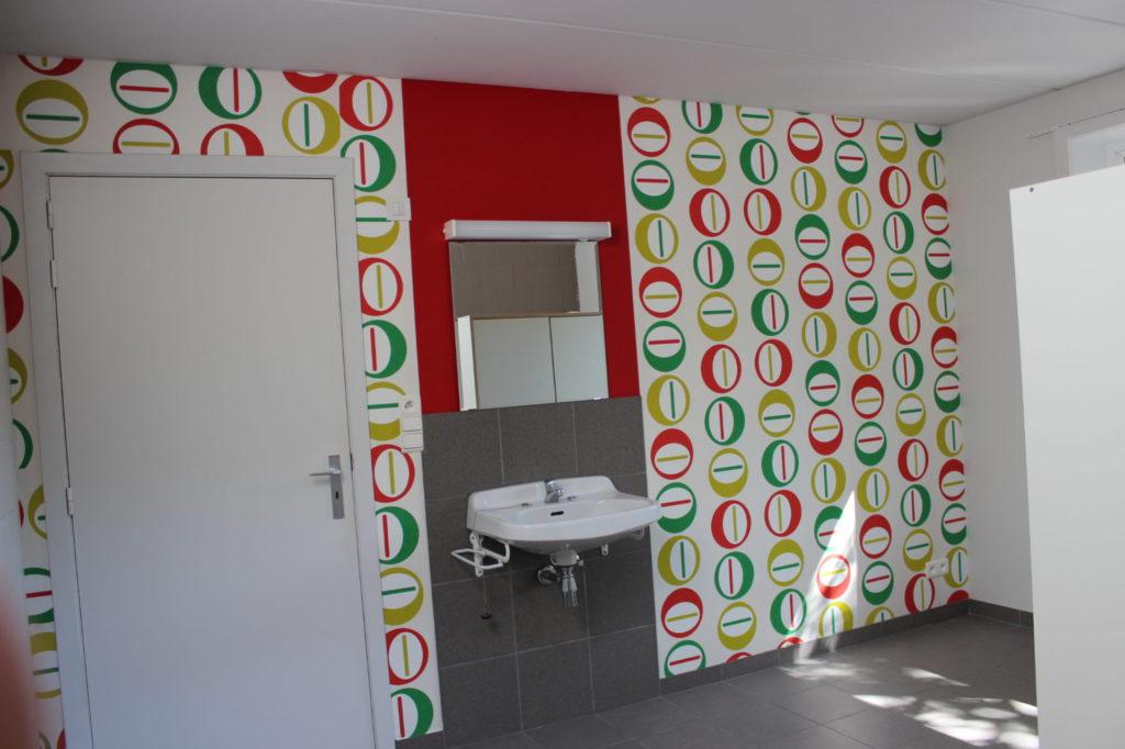 Wilgenstraat 49 - Kamer 3 - Deur kamer en lavabo met spiegel