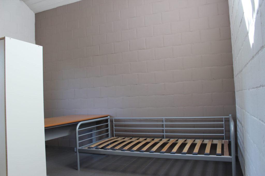 Wilgenstraat 49 - Kamer 3 - Kast, bureau en bed