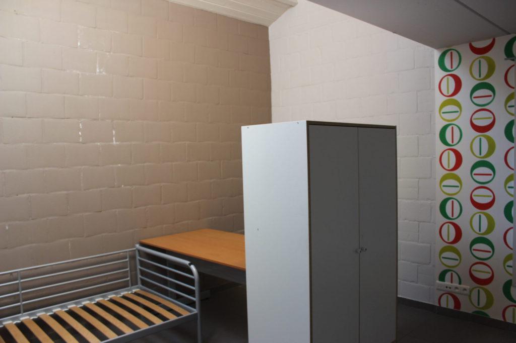 Wilgenstraat 49 - Kamer 4 - Bed, bureau en kast