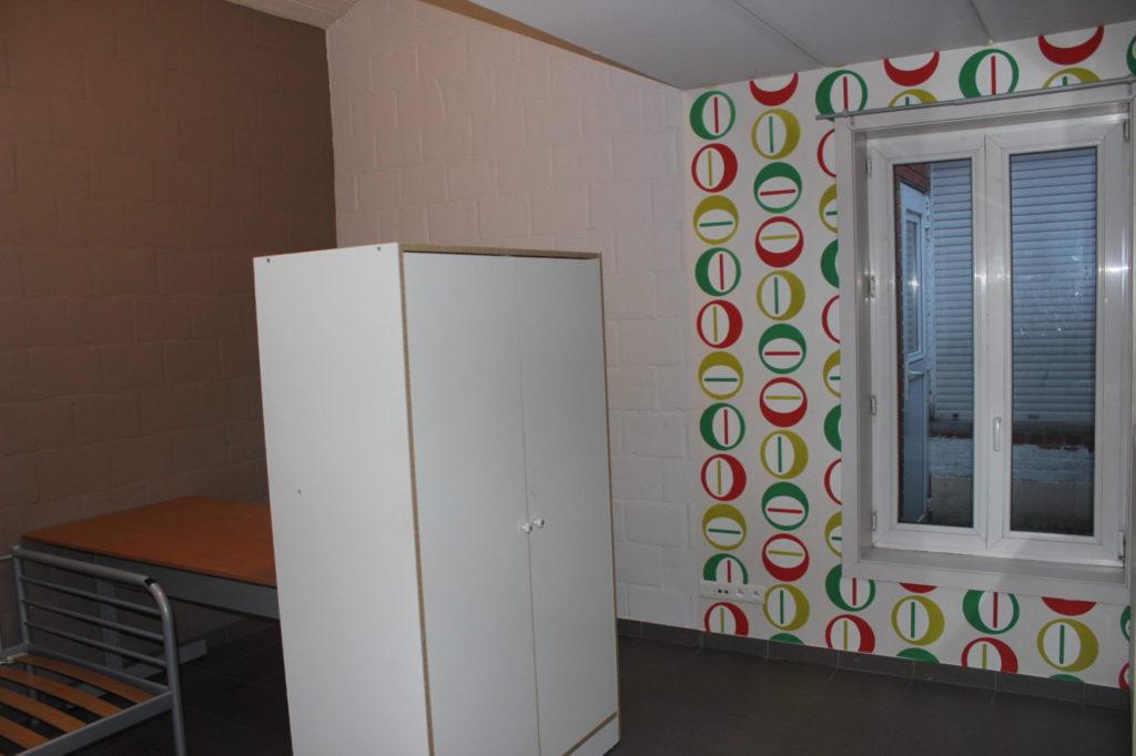 Wilgenstraat 49 - Kamer 4 - Bed, bureau, kast en venster