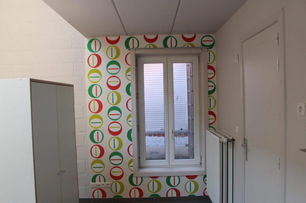 Wilgenstraat 49 - Kamer 4 - Kast, venster, verwarming en deur kamer