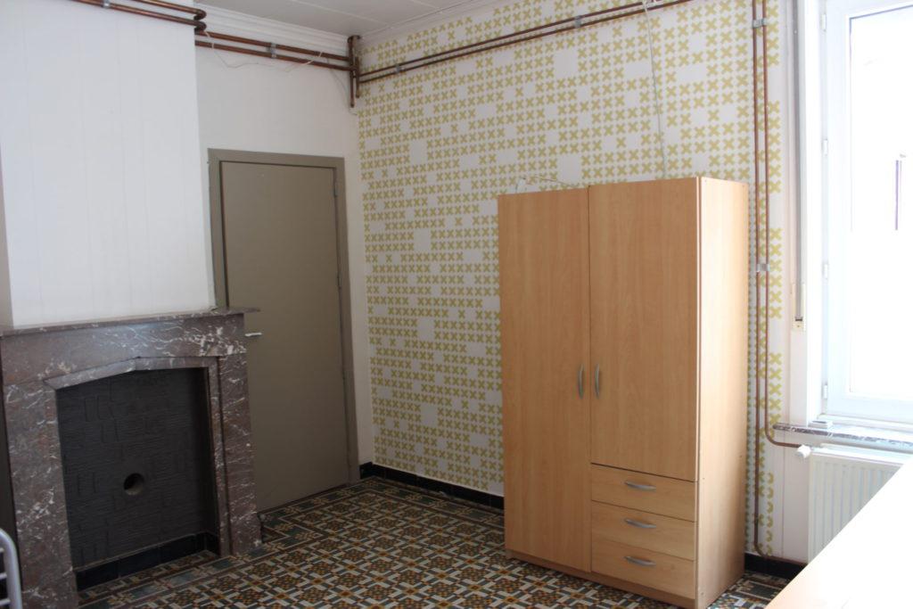 Wilgenstraat 49 - Kamer 6 - Deur kamer, kast en verwarming