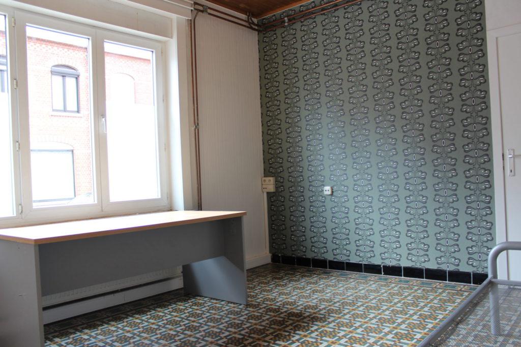 Wilgenstraat 49 - Kamer 7 - Bureau, venster, deur kamer en bed