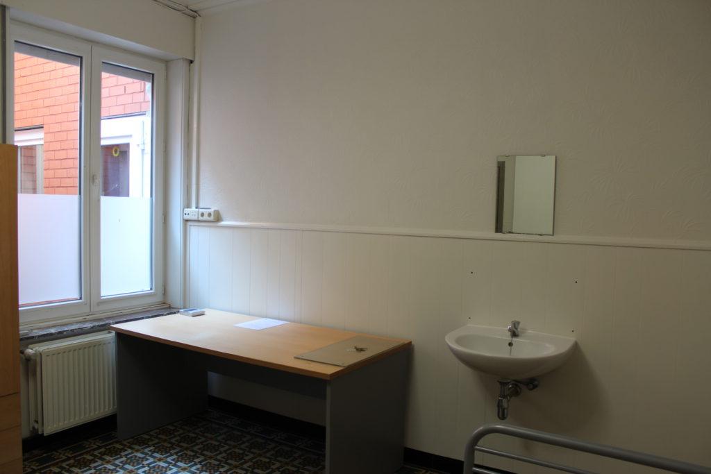 Wilgenstraat 49 -bureau en lavabo