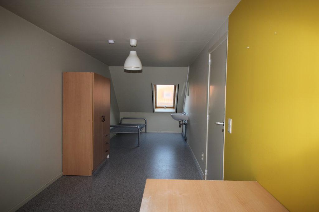 Wilgenstraat 49 - bed, kast en bureau