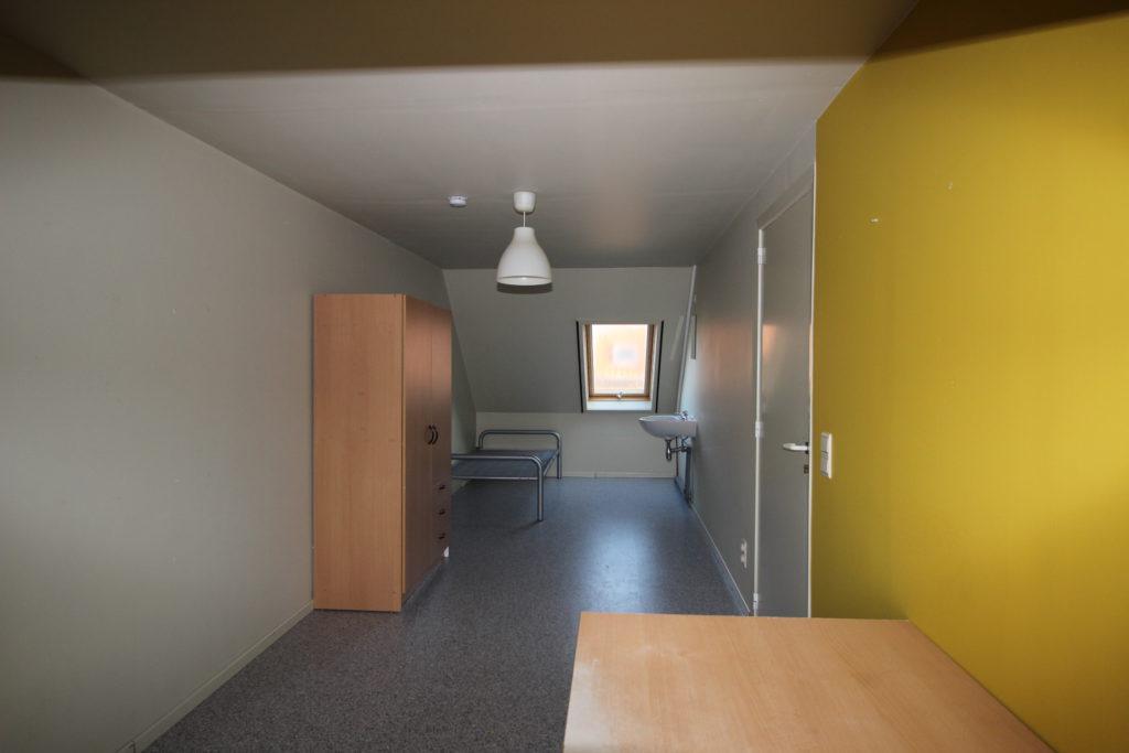 Wilgenstraat 49 - bed, kast en lavabo