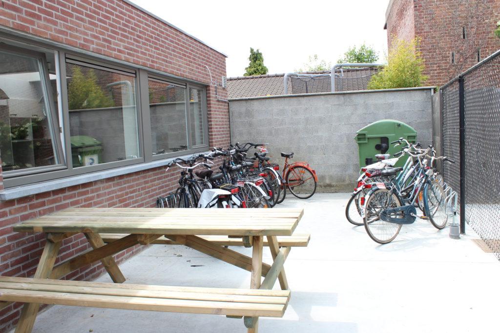 Sint Jozefstraat 30 - bank en fietsenstalling