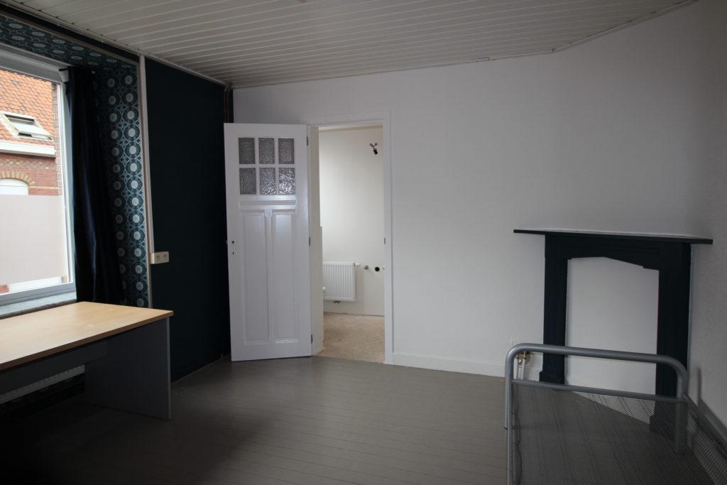 Wilgenstraat 49 - badkamer en bed