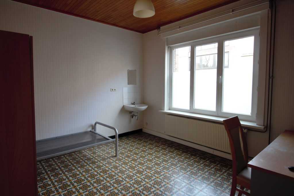 Wilgenstraat 49 - bed en lavabo